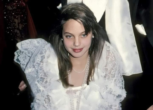 Angelina Jolie hoi be anh 1
