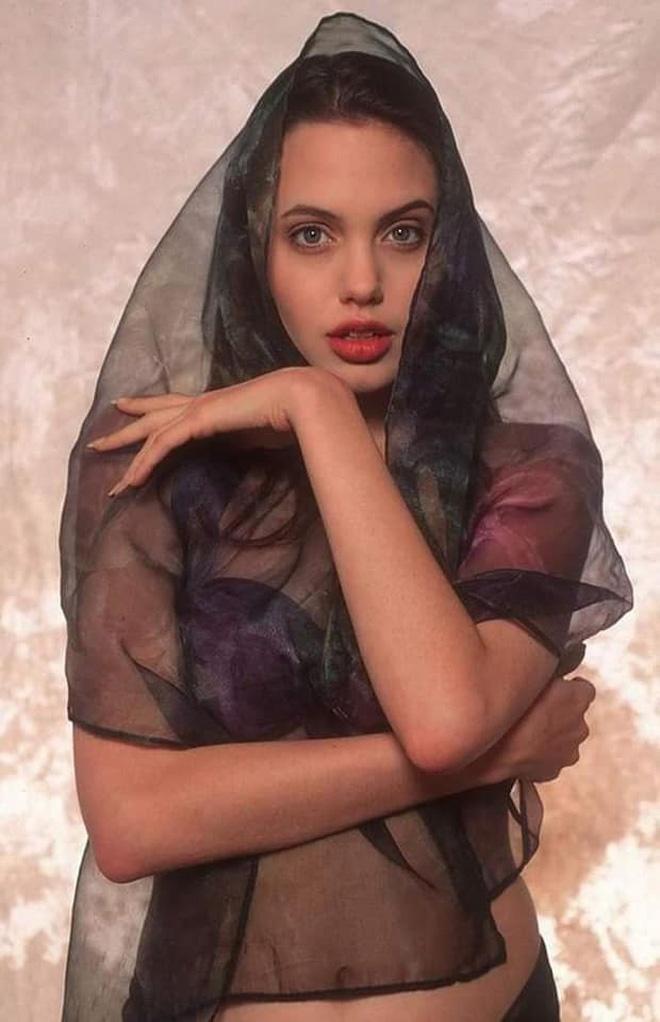 Angelina Jolie hoi be anh 3