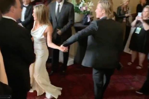 Jennifer Aniston va Brad Pitt anh 2