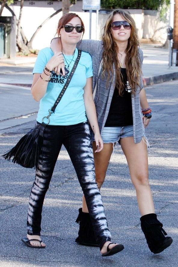 Su chuyen doi phong cach thoi trang cua Miley Cyrus sau 10 nam hinh anh 10