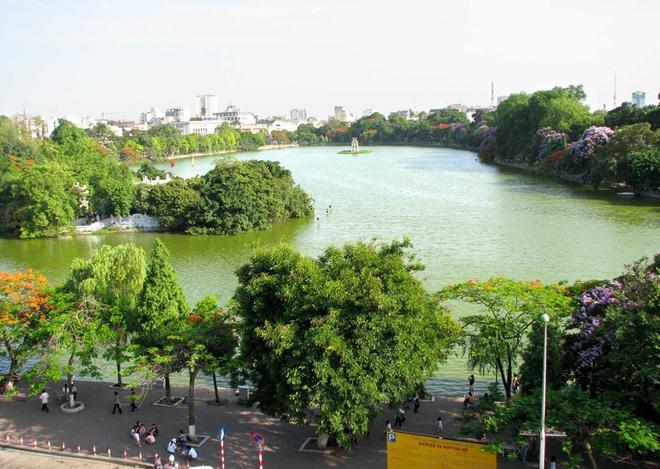 10 thang canh du lich hap dan nhat Viet Nam hinh anh 5 3. Hồ Hoàn Kiếm. Còn được gọi là Hồ Gươm, là hồ nước ngọt tự nhiên của thành phố Hà Nội, hồ có diện tích khoảng 12 hecta. Trước kia, hồ còn có các tên gọi là: hồ Lục Thủy, hồ Thủy Quân, hồ Tả Vọng và Hữu Vọng, tên gọi Hoàn Kiếm xuất hiện vào đầu thế kỷ XV gắn với truyền thuyết vua Lê Thái Tổ trả gươm báu cho Rùa thần.