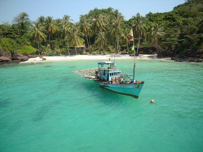 10 thang canh du lich hap dan nhat Viet Nam hinh anh 9 Phú Quốc. Hòn đảo này còn được mệnh danh là Đảo Ngọc, là hòn đảo lớn nhất Việt Nam, cũng là đảo lớn nhất trong quần thể 22 đảo tại vùng vịnh Thái Lan. Đảo Phú Quốc cùng với các đảo khác tạo thành huyện đảo Phú Quốc trực thuộc tỉnh Kiên Giang. Toàn bộ huyện đảo có tổng diện tích 589,23 km vuông.