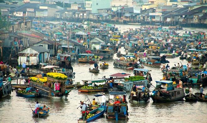 10 thang canh du lich hap dan nhat Viet Nam hinh anh 16 Đến đồng bằng sông Cửu Long ngoài việc thăm thú những vườn trái cây bạt ngàn, đi trên một trong 9 nhánh sông đổ ra biển của dòng sông Mekong, nghe đờn ca tài tử và thưởng thức những món đặc sản vùng Nam Bộ, du khách cũng khó lòng bỏ qua việc tham quan các khu chợ nổi, một đặc trưng chỉ có ở miền Tây sông nước.