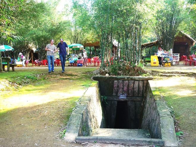 10 thang canh du lich hap dan nhat Viet Nam hinh anh 17 9. Địa đạo Củ Chi. Là hệ thống phòng thủ trong lòng đất ở huyện Củ Chi, vùng đất được mệnh danh là