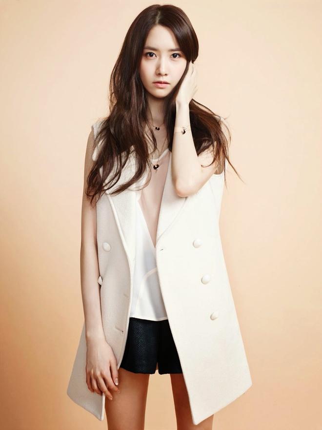 Một kiểu áo khoác không tay ấn tượng của Chloe' giúp Yoona tỏa sáng trên tạp chí Clair vào tháng 3/2014.