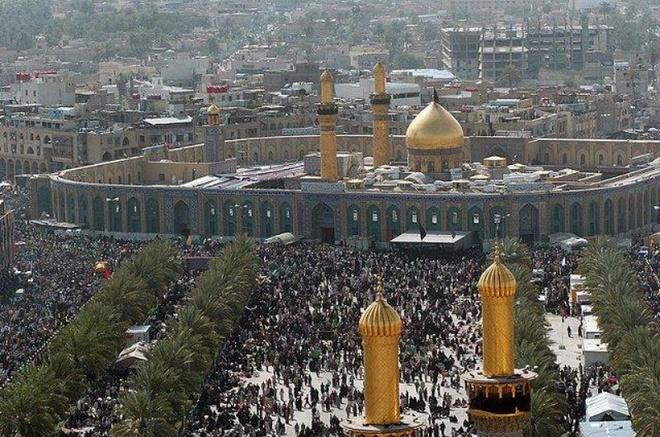 Nhung lang mo mang nhieu bi an nhat the gioi hinh anh 5 5. Imam Husayn Shrine: Đền Husayn ibn's Ali nằm tại thành phố Karbala, Iraq, bên trên ngôi mộ của Husayn ibn' Ali, cháu trai thứ hai của Mahammad, gần nơi ông tử trận trong trận chiến Karbala. Lăng mộ là một trong những nơi linh thiêng nhất của đạo Shi'as và hàng năm có rất nhiều người hành hương về đây. Các bức tường bao quanh lăng được làm bằng gỗ và phủ rất nhiều thủy tinh. Sân đền được chia thành 65 phòng nhỏ hơn, cũng được trang trí đẹp mắt cả trong và ngoài. Mộ của Husayn đặt trong một cấu trúc có mái vòm bằng vàng.