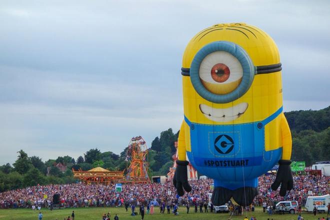 10 dia diem du lich ly tuong trong thang 8 hinh anh 9 9. Anh - Bristol International Ballon Fiesta: Đây được coi là lễ hội khinh khí cầu lớn nhất châu Âu và được diễn ra khắp thành phố cảng Bristol xinh đẹp. Hơn 120 khinh khí cầu đầy màu sắc sẽ tham gia vào sự kiện này. Lễ hội kéo dài 4 ngày này thu hút nửa triệu lượt du khách tới tham quan mỗi năm. Bên cạnh việc chiêm ngưỡng những chiếc khí cầu tuyệt đẹp, du khách sẽ được tham gia vào các hoạt động ngoài lề khác như diễu hành, những cửa hàng ẩm thực, sân khấu ca nhạc và pháo hoa.