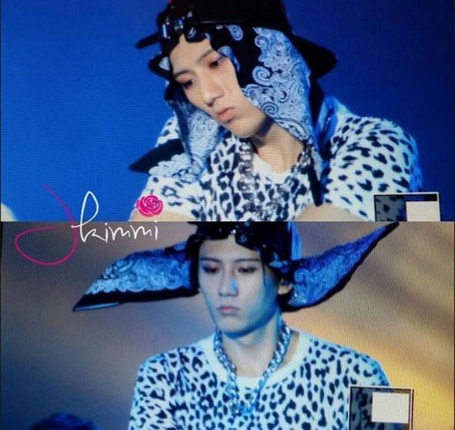 """Nhung kieu toc co mot khong hai cua sao Han hinh anh 14 Cách đây vài ngày, ca sĩ Jang Hyunseung vừa trình làng một kiểu thời trang tóc độc đáo làm khán giả """"ngất ngư"""" khi kết hợp giữa khăng choàng và nón lưỡi trai."""