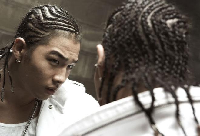 """Nhung kieu toc co mot khong hai cua sao Han hinh anh 4 Cùng với D-Dragon, Teayang, thành viên khác của BIG BANG, cũng có lúc khiến người hâm mộ """"té ngửa"""" khi xuất hiện với kiểu tóc quái chiêu."""
