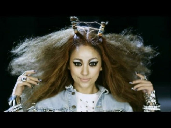 Nhung kieu toc co mot khong hai cua sao Han hinh anh 10 Nữ hoàng gợi cảm của Kpop Lee Hyori cũng có lúc khiến fan giật mình với kiểu tóc rất phá cách được ví như là bản sao hoàn hảo của Lady Gaga.