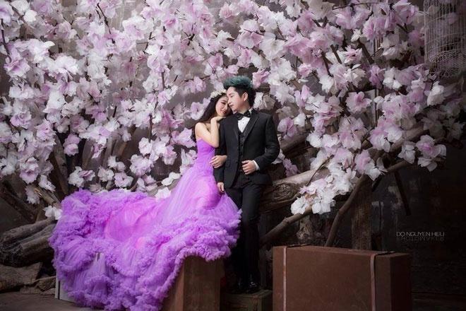So dang cap vay cuoi cua 5 nang dau xinh dep Vbiz hinh anh 36 1 Dù đang mong đợi hình ảnh chính thức của cô dâu Oxy vào tháng 9 tới, nhưng người hâm mộ cũng đã phần nào mãn nhãn với những hình ảnh cưới long lanh của cặp đôi này.