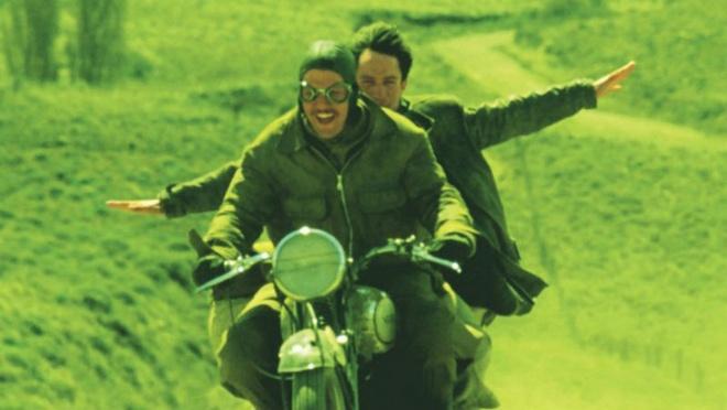 1. The Motorcycle Diaries (Hành trình Nam Mỹ): Bộ phim kể về những chuyến phiêu lưu bằng xe máy của hai chàng sinh viên y khoa trong vòng năm tháng trước khi tốt nghiệp. Đây là bộ phim dựa trên câu chuyện có thật liên quan đến nhà cách mạng Mỹ Latinh nổi tiếng Che Guevara khi ông 23 tuổi.