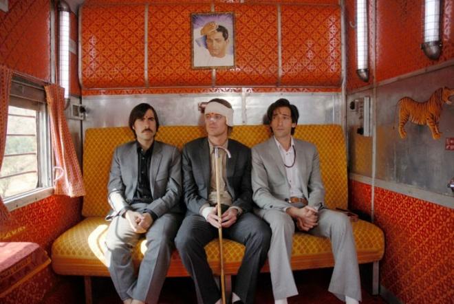 2. The Darjeeling Limited (Đường đến tâm linh): Sau cái chết bất ngờ của người cha, ba anh em nhà Whitman đã cùng nhau thực hiện một chuyến du lịch tới Ấn Độ nhằm cứu vãn tình cảm đang dần sứt mẻ. Chuyến hành trình hấp dẫn và bất ngờ đang chờ đợi ba anh em từ đây.