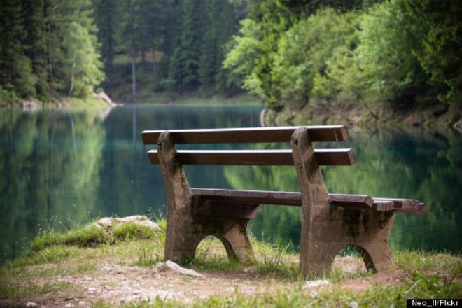 Cong vien nua nam nam tren can, nua nam duoi long ho hinh anh 1 Grüner See hay còn gọi là Green Lake nằm dưới chân dãy núi Hochschwab, gần thị trấn Tragoss. Trong những tháng mùa đông, nơi đây cũng giống như mọi hồ nước ngọc lục bảo khác ở Áo, được bao quanh bởi các dãy núi phủ tuyết trắng.