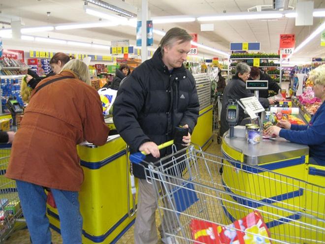 Nhung dieu gay soc khi lan dau den Duc hinh anh 5 5. Các siêu thị không có túi đựng: Tất cả các siêu thị ở Đức không có túi đựng hàng hóa, bởi vậy, bạn phải mang theo túi của mình để đựng đồ. Những người thu ngân sẽ đặt hàng hóa bạn mua vào túi một cách nhanh chóng để tránh phiền toái cho những người mua sau.