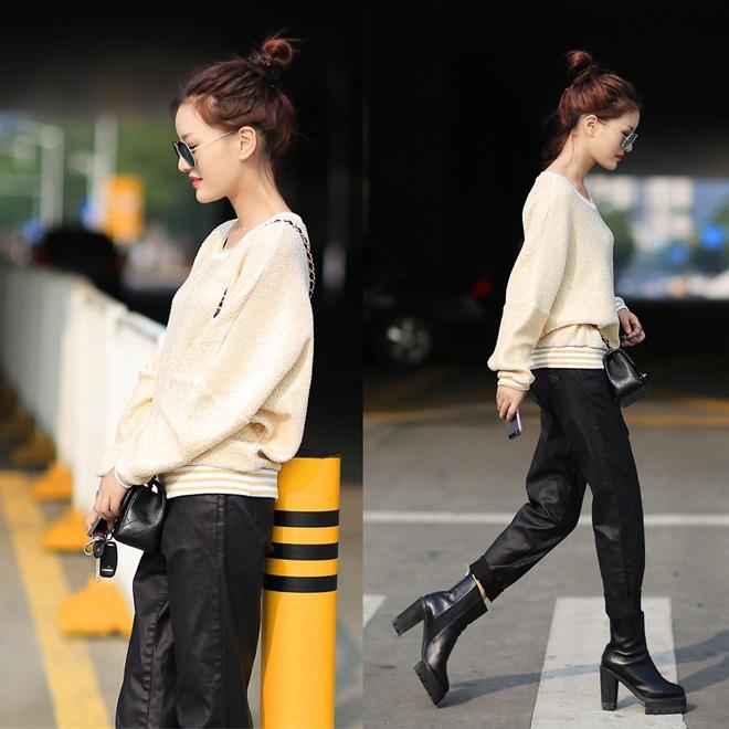 1. Bốt đen, áo phom rộng và quần baggy. Những chiếc quần xắn gấu ống rộng, trẻ trung và năng động với chất liệu jeans, kaki hay da vốn rất hợp cạ với bốt đen, nhất là khi bạn mix, match chúng cùng áo len mùa đông phom rộng như fashionista SE7EN.
