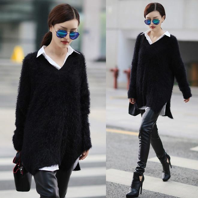 Đơn giản và dễ ứng dụng nhất là kết hợp layer áo len, áo sơ mi over size với skinny da và bốt.