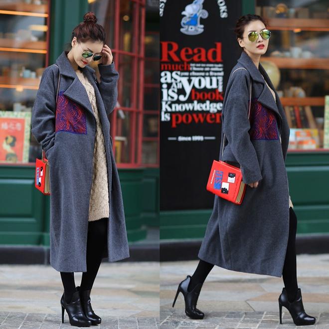 7. Bốt đen, skinny đen. Đây là kiểu trang phục rất hiệu quả cho những bạn gái có chiều cao khiêm tốn, hoặc thân hình tròn trịa. Kết hợp các kiểu áo len phom rộng, trend coat dài quá gối … sẽ tạo nên những set đồ đông phong cách và cuốn hút.