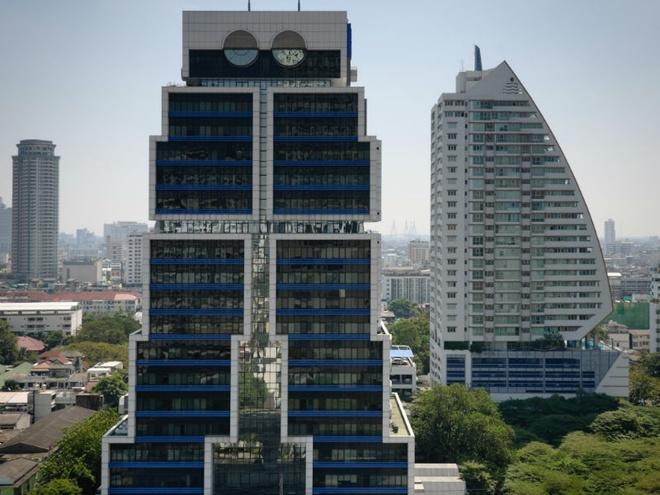 Nhung toa nha doc nhat vo nhi tren the gioi hinh anh 10 10. Tòa nhà robot: Tòa nhà robot có hình dạng giống con người này nằm ở Bangkok, Thái Lan và là trụ sở của ngân hàng United Overseas. Mỗi phần trên