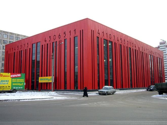 Nhung toa nha doc nhat vo nhi tren the gioi hinh anh 20 20. Tòa nhà mã vạch: Nằm ở thành phố St.Petersburg, Nga, tòa nhà mô phỏng một bộ mã vạch khổng lồ này được thiết kế với mục đích làm tươi sáng môi trường và không gian đô thị xung quanh với nền tường màu đỏ. Tòa nhà bốn tầng này nằm trong một khu mua sắm sầm uất và phản ánh một nguyên lý phổ biến với người tiêu dùng rằng họ có thể mua sắm mọi thứ trong nó.