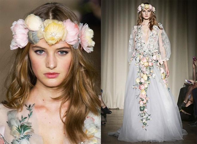 """Kết hợp cùng mái tóc xõa tự nhiên, những vòng hoa rực rỡ và lãng mạn này sẽ giúp bạn gái """"đốn tim"""" ai đó vào dịp xuân về."""