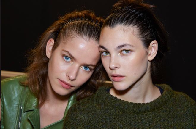 Từ khi được nhà thiết kế gốc Việt Barbara Bui giới thiệu trên sàn diễn xuân hè 2015, những chiếc cài tóc răng cưa đã và đang trở thành loại phụ kiện tóc được phái đẹp tại nhiều kinh đô thời trang lớn ở Châu Âu yêu thích.