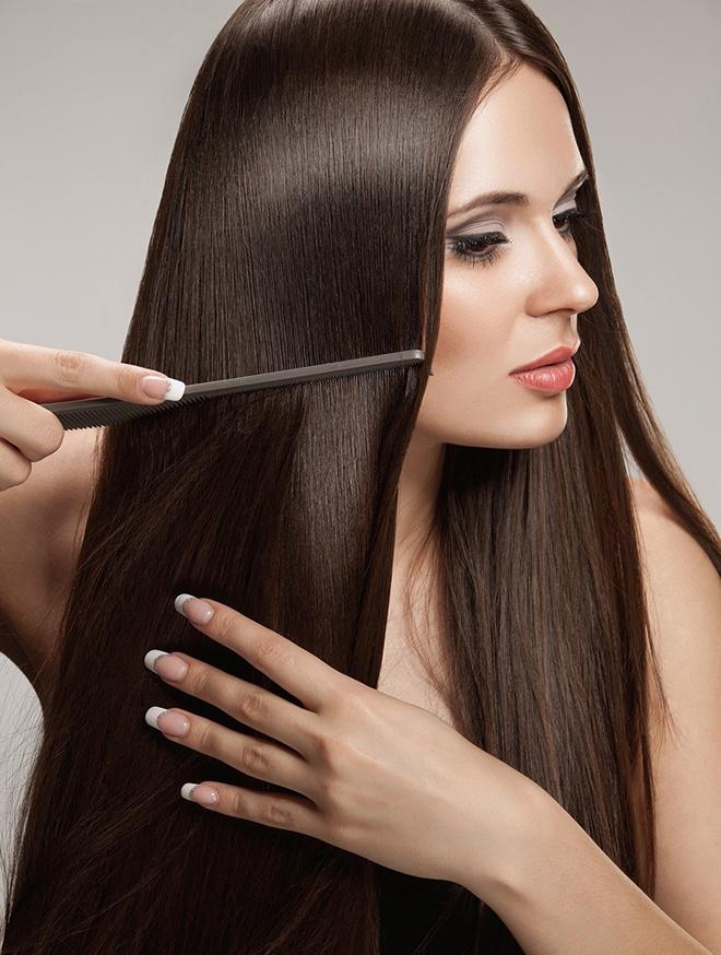 Bước 7. Sau khi ủ tóc khoảng 10 – 15 phút, cần rửa sạch tóc với nước, có thể thêm dầu gội và dầu xả ở phần đuôi tóc nếu muốn tăng hiệu quả dưỡng tóc. Lau khô tóc bạn sẽ dễ dàng nhận ra mái tóc của mình trở nên mềm mại, sáng bóng và suông mượt bất ngờ.