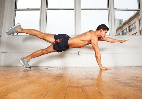 7 dong tac giup co bung 6 mui hinh anh 3 Bắt đầu nâng cao người lên, sau đó nhấc một chân lên cao rồi tiếp tục cố gắng đưa một tay của bạn lên. Bạn có thể thử một cánh tay và chân đối diện nhau. Nếu bạn có thể giữ động tác này trong khoảng 90 giây trong khi cơ thể thẳng, bạn sẽ khỏe và mạnh hơn rất nhiều.