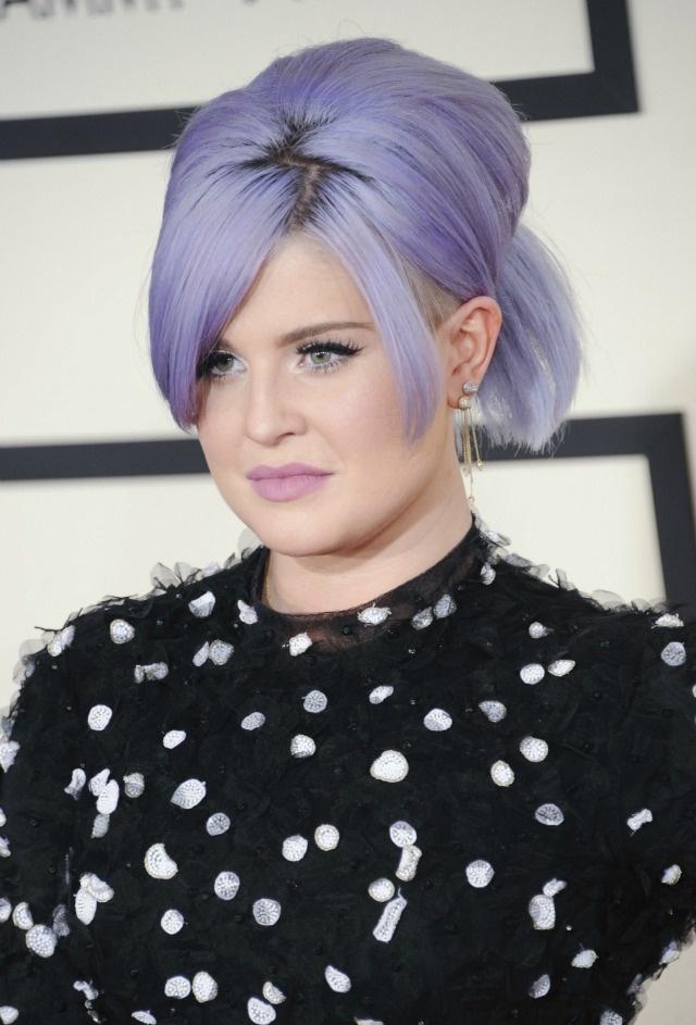 Nhung tham hoa trang diem tai le trao giai Grammy hinh anh 7 Kelly Osbourne