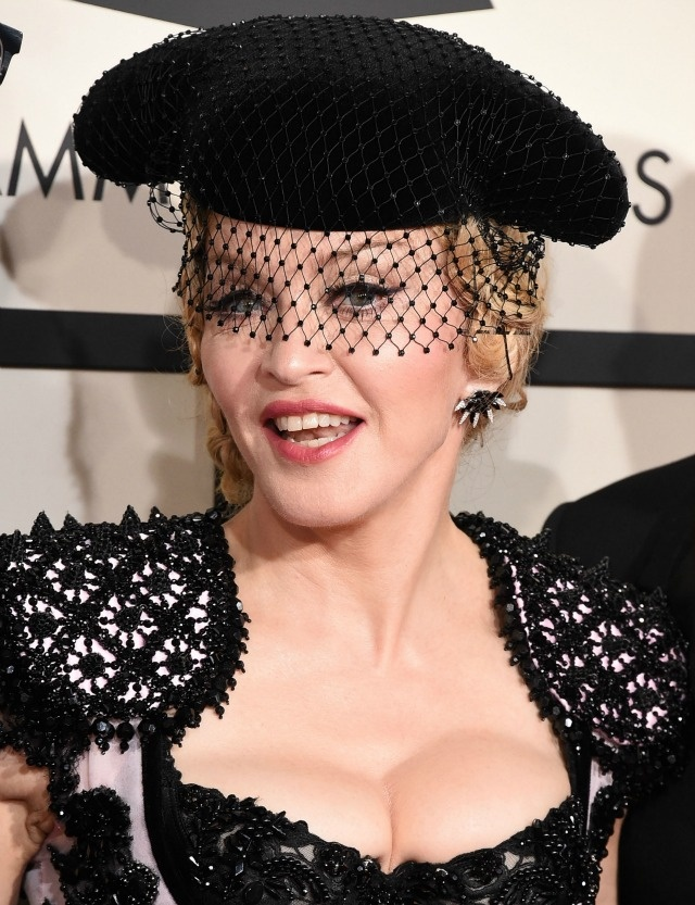 Nhung tham hoa trang diem tai le trao giai Grammy hinh anh 8 Madonna