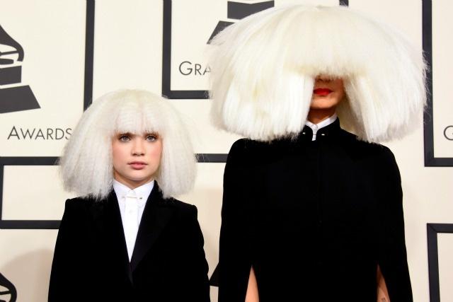 Nhung tham hoa trang diem tai le trao giai Grammy hinh anh 4 Sia Furler