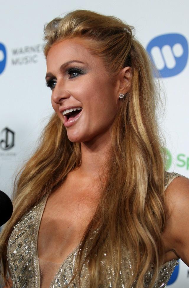 Nhung tham hoa trang diem tai le trao giai Grammy hinh anh 6 Paris Hilton