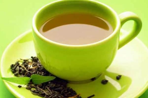 6 thuc pham an vao buoi sang giup ban tre lau hinh anh 5 5. Trà xanh: Những thành phần nổi bật của trà xanh là catechin và polyphenol. Vì vậy uống một tách trà nóng mỗi buổi sáng có thể giúp cơ thể tăng sức đề kháng đối với quá trình oxy hoá diễn ra trên khuôn mặt. Theo nhiều tài liệu về Đông y thì trà xanh còn có tác dụng giúp con người chống lại ung thư và kiểm soát lượng đường trong máu.