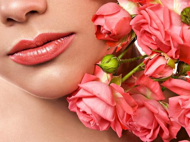 10 cach giam tham moi hieu qua tai nha hinh anh 2 Hoa hồng mang lại nhiều hiệu quả dưỡng da độc đáo dành riêng cho phái đẹp, trong đó phải kể đến công dụng dưỡng da và trị thâm môi.