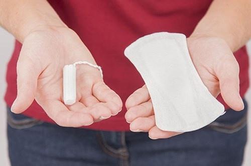 Nhung tac hai khi lam dung bang ve sinh hang ngay hinh anh 1 Rất nhiều phụ nữ có thói quen lạm dụng băng vệ sinh hàng ngày mà không biết rằng đây cũng là một nguyên nhân gây viêm nhiễm phụ khoa.