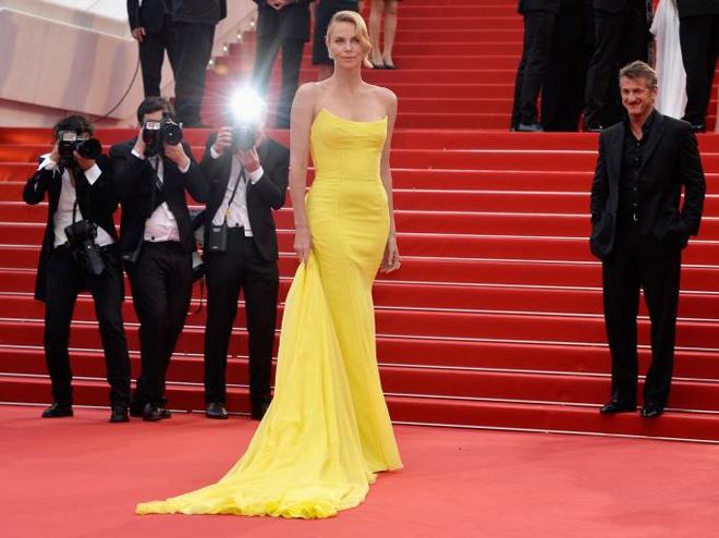 Nhung thuong hieu thoi trang dat hang nhat tham do Cannes hinh anh 2 Mỗi mỹ nhân mỗi phong cách, mỗi vẻ đẹp riêng, nhưng những chân dài nổi tiếng nhất nhì thế giới đều chọn cho mình các thiết kế xa hoa, lộng lẫy nhất, đến từ các thương hiệu thời trang lừng danh như Elie Saab, Zuhair Murad, Dior, Oscar De La Renta, Louis Vuitton, Versace, Ralph & Russo, Gucci… Trong đó, có không ít nhà mốt rất được lòng mỹ nhân thế giới, vì tần suất xuất hiện thường xuyên, liên tục trên thảm đỏ. Chẳng hạn như các thương hiệu danh giá Elie Saab, Zuhair Murad, Dior, Oscar De La Renta, Tom Ford, Channel…