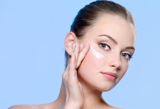 Chọn đúng sản phẩm chăm sóc da sẽ giúp làn da bạn trẻ trung và tươi tắn hơn nhiều.
