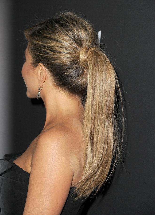 Sao Hollywood tranh nang nong voi toc duoi ngua hinh anh 5 Jennifer-Aniston