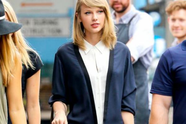 Hoc cach phoi do voi ao so mi cua Taylor Swift hinh anh