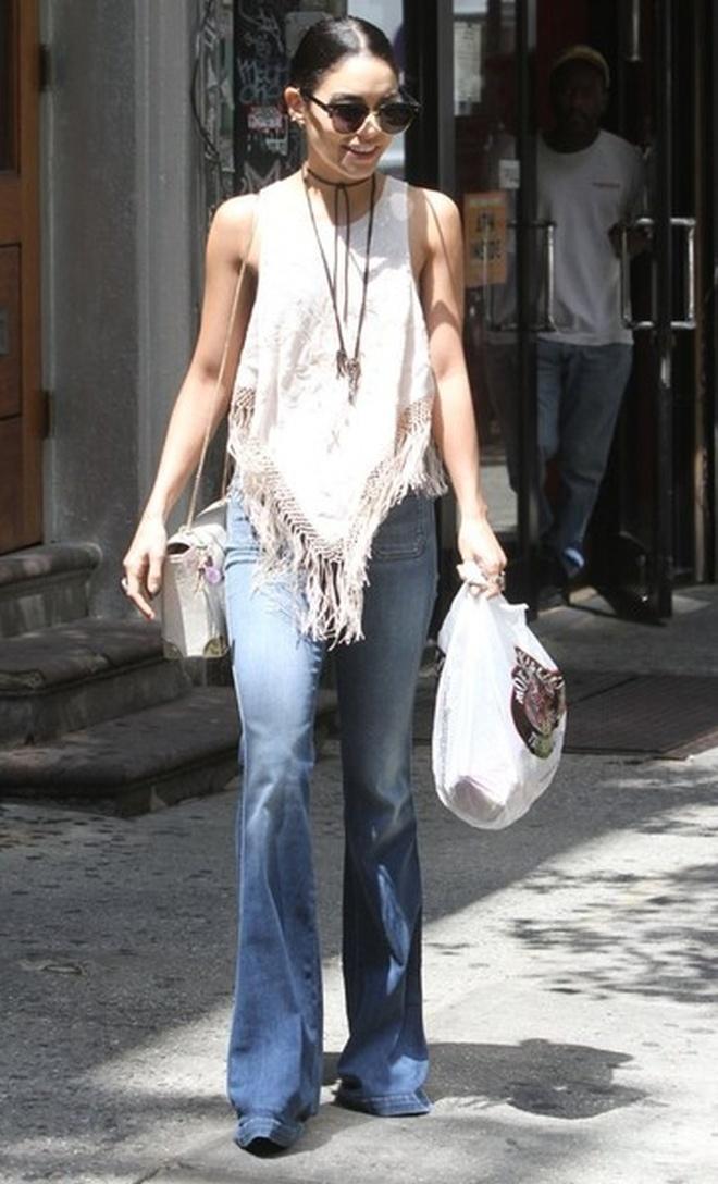 3 mau quan jeans tien trieu cua sao Viet duoc san lung hinh anh 14 Vanessa Hudgens