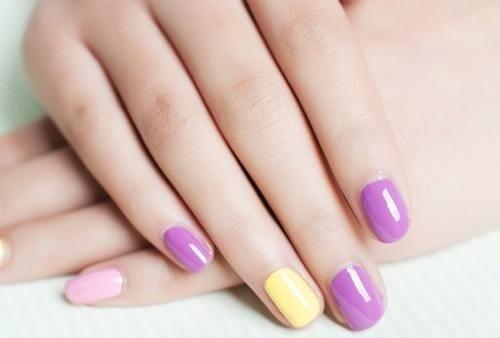 Chon nail phu hop voi doi tay hinh anh 2 Hơn nữa, nó cũng rất thích hợp cho các ngón tay thuôn dài, phần đệm thịt rộng và ngắn. Kiểu này được nhiều nàng ưa chuộng bởi vẻ nữ tính và nhẹ nhàng.
