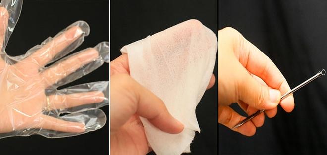 Cach nan mun khong de lai seo tham hinh anh 6 6. Đeo bao tay  Bạn có thể dùng bao tay một lần khi nặn mụn, hoặc lót tay với một chiếc khăn ướt, hay dùng dụng cụ nặn mụn. Cách này sẽ giúp tay đỡ thì mạnh và da gây ra vết thâm và sẹo.