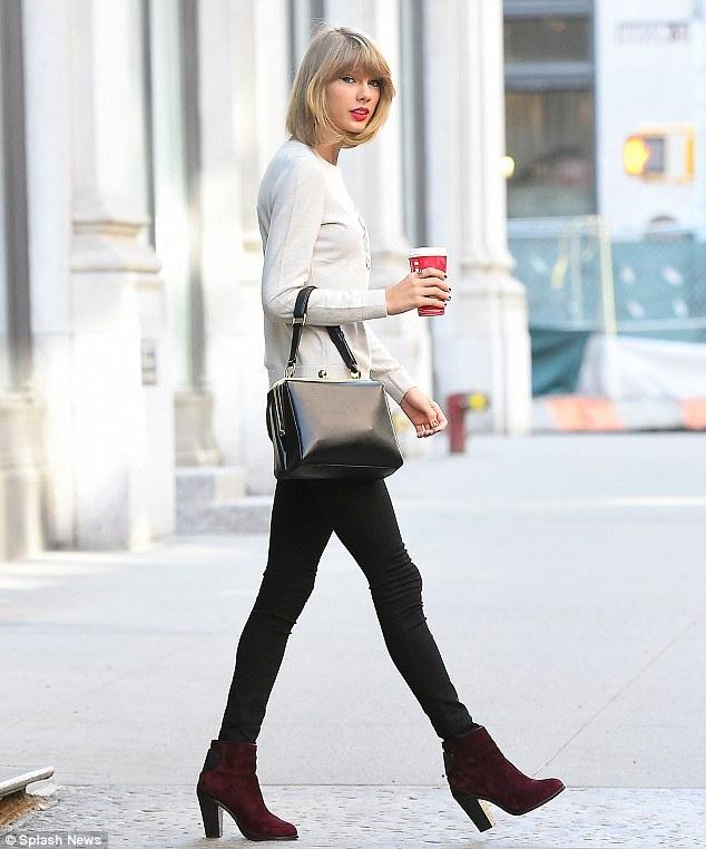 BST ao len giao mua thay la me cua Taylor Swift hinh anh 1