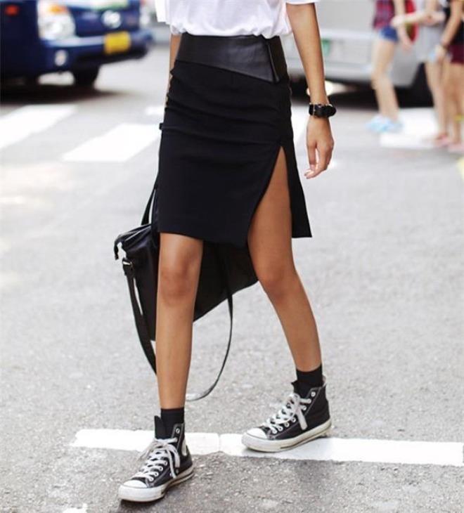 Váy xẻ cao: Những kiểu đồ mang nét sexy như váy xẻ cao chỉ nên áp dụng trong những buổi đi chơi vui vẻ hay hẹn hò lãng mạn chứ không dành cho bất cứ dịp nào yêu cầu sự trang trọng.