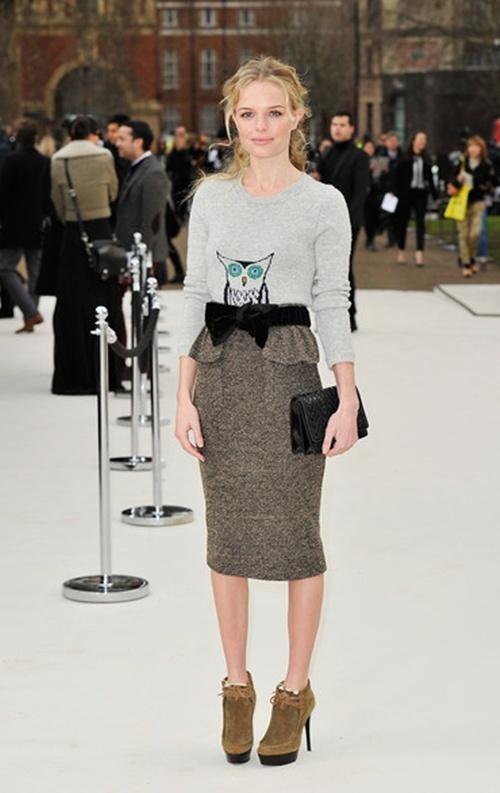 Hoc sao cach dien vay vao mua dong hinh anh 4 Sự kết hợp giữa dáng váy bút chì và peplum giúp Kate Bosworth bừng sáng trên thảm đỏ.