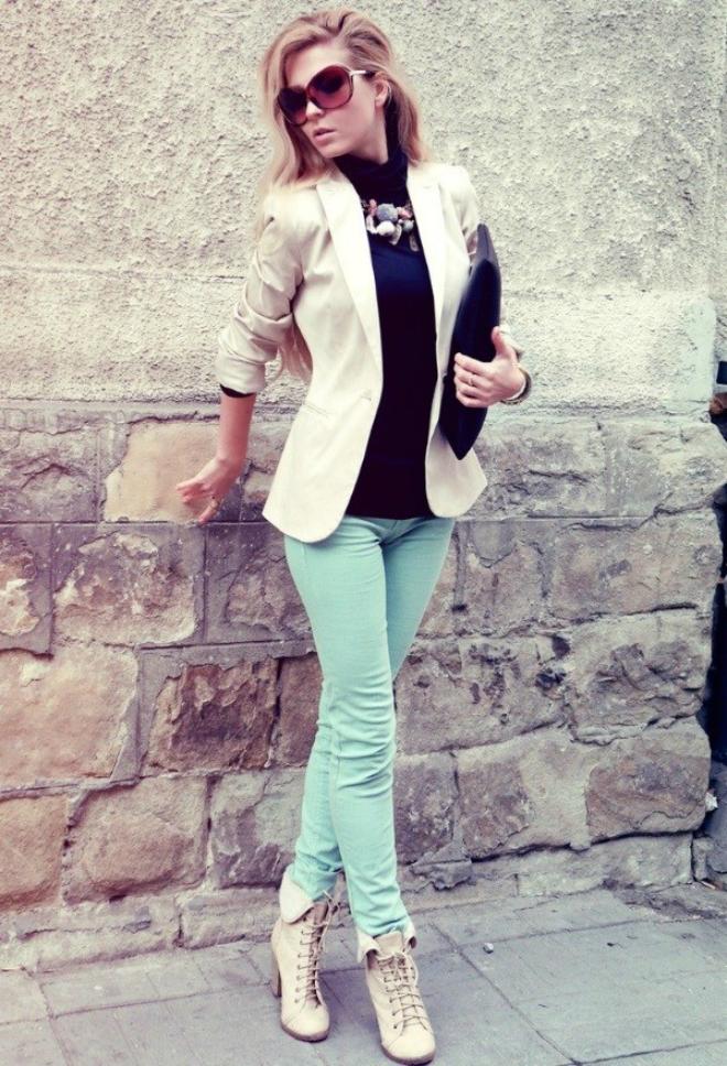 Phoi do dep voi ao len co lo cho co nang cong so hinh anh 11 5. Áo blazer: Áo khoác blazer là một trang phục lý tưởng để mặc với áo len cổ lọ. Đây là một trong những cách phối đồ vô cùng phổ biến và thông dụng với các chị em khi đến công sở.
