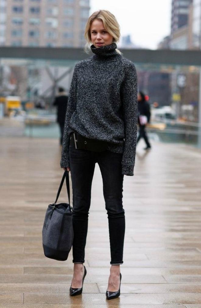 Phoi do dep voi ao len co lo cho co nang cong so hinh anh 6 3. Với quần jeans:  Không chỉ mang lại sự ấm áp trong mùa đông, những chiếc áo len cổ lọ oversize còn cho bạn sự thoải mái và vẻ sành điệu kết hợp áo len oversize với quần jeans skinny hoặc legging.