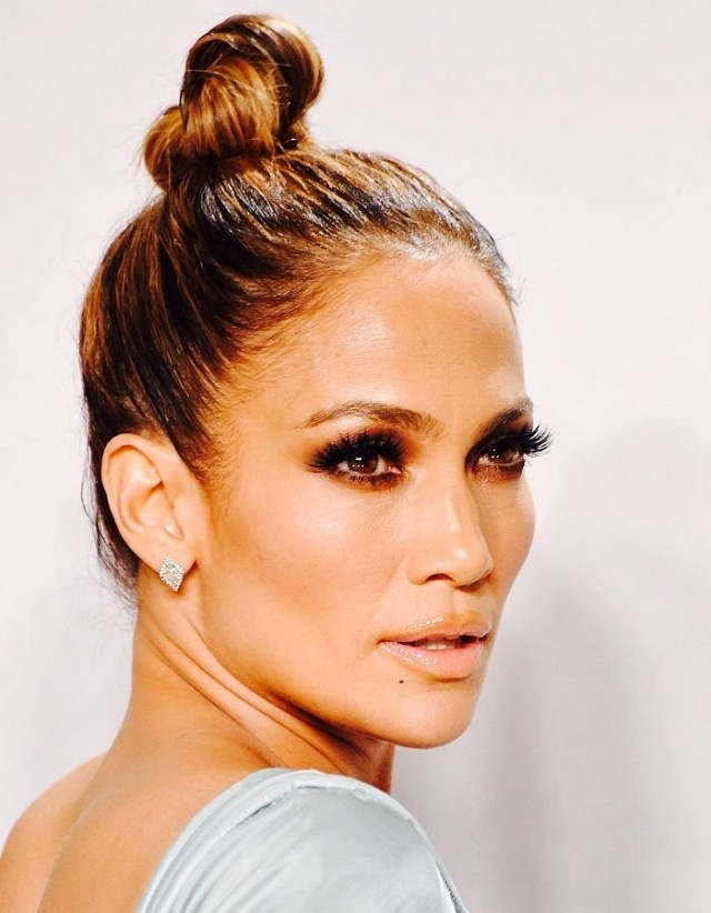 Sao Hollywood an gian tuoi voi toc bui dinh hinh anh 5 Jennifer Lopez