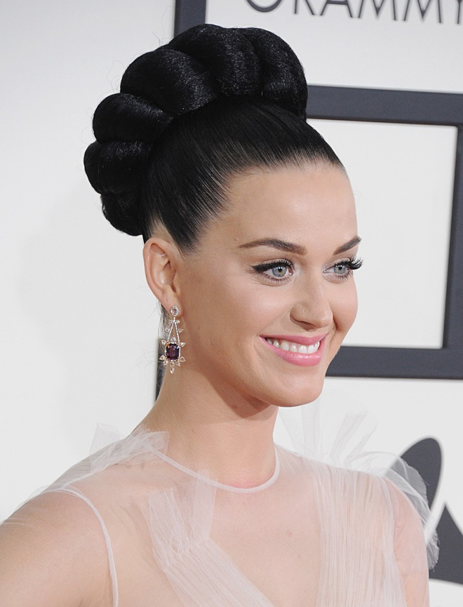 Sao Hollywood an gian tuoi voi toc bui dinh hinh anh 8 Katy Perry