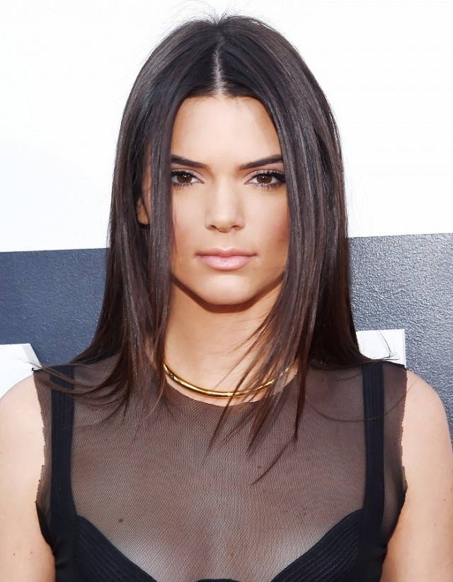 8 cach lam moi cho toc ngoi giua cua Kendall Jenner hinh anh 8